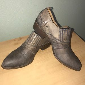 Matisse Shoes - NWOT Matisse Made by Hand Booties, Brown Weathered